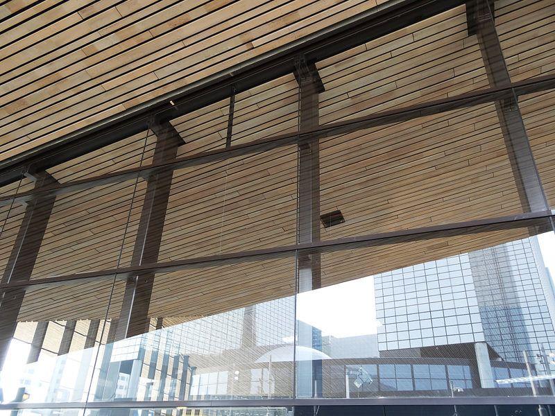 Rotterdam CS: weerspiegeling NN-gebouw