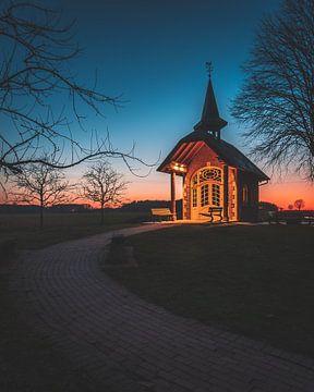 Chapelle dans la lumière du soir sur Steffen Peters