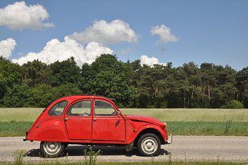 Citroën 2cv rouge Vallelunga  von Theo Joosten