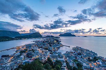 Alesund Norwegen Sonnenuntergang von Lex van Doorn