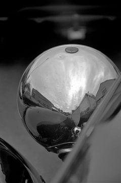 Rdeflections of a Bulb