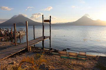 Meer Panajachel, Guatemala van Martin van den Berg Mandy Steehouwer