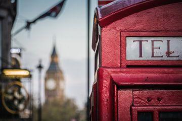 Engelse telefooncel met doorkijk naar de Big Ben von Frans Janssen