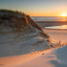 Zonsondergang bij de Slufter, Texel van Patrick van Oostrom