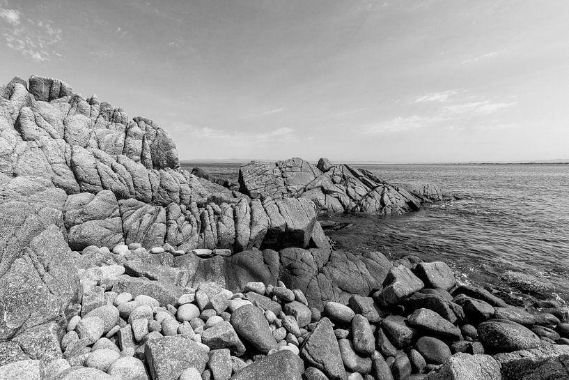 Rotsen in de grote Oceaan - Zwart / Wit  (A) van Remco Bosshard