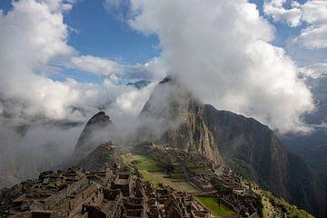 Panorama von Machu Picchu oder Machu Pikchu in Peru. von Tjeerd Kruse
