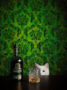 Still leven met kat en whisky van