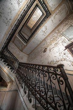Stairs of a old asylum  von Olivier Van Cauwelaert