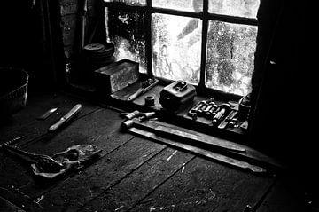 the blacksmith's workbench van Jo Beerens