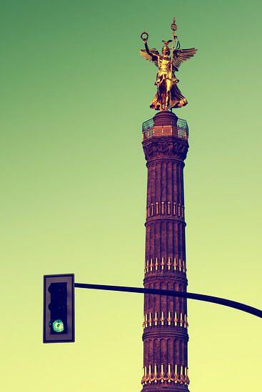Berlin – Victory Column and Green Traffic Light