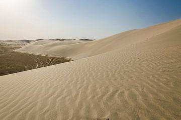 Zandduinen in de woestijn van Qatar van Jack Koning