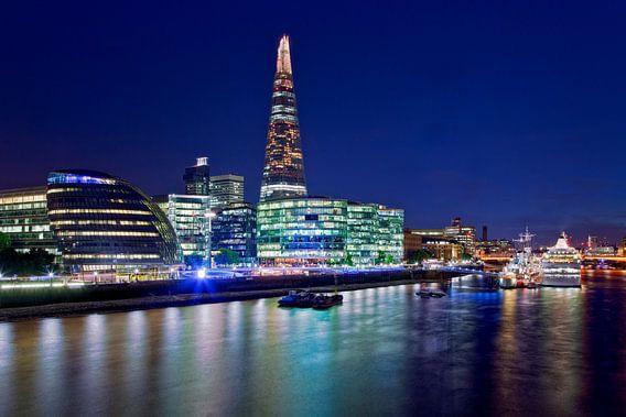 Nachtfoto The Shard en Stadhuis te Londen