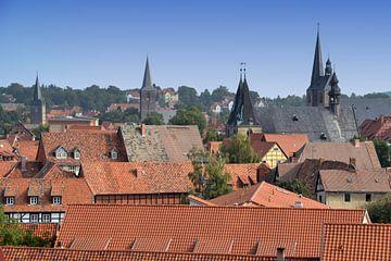 Blick auf die Dächer und die Kirchtürme der historischen Altstadt von Quedlinburg von Heiko Kueverling