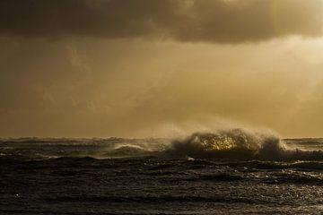 Branding tijdens storm met zonsondergang van Menno van Duijn