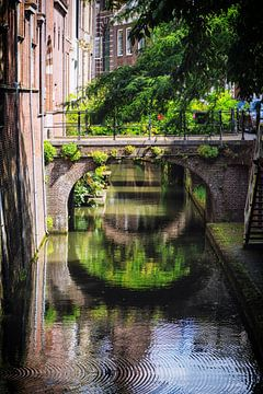 Brug over de Kromme Nieuwegracht in Utrecht van