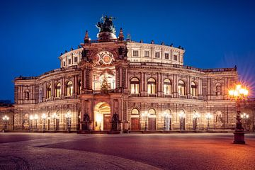 Semper Opera in de avond van Martin Wasilewski