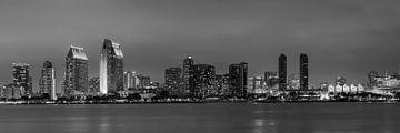 SAN DIEGO Skyline in de avond | Panorama Monochrome van