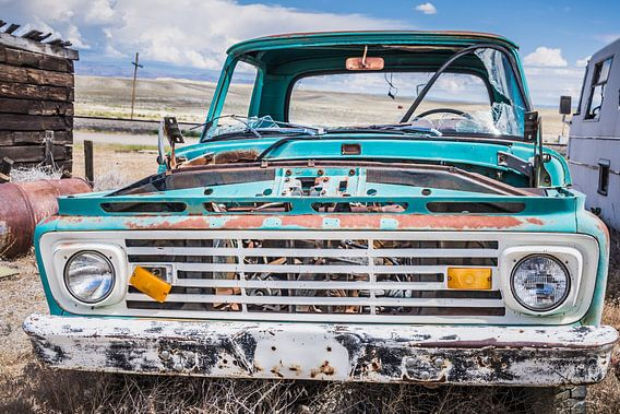 oude auto, roestige auto,  old car, rusty car van Lidia Berkers