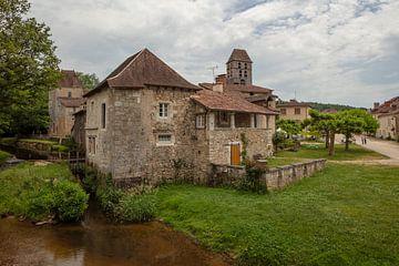 Panden en Kerk in  Saint-Jean-de-Côle, Frankrijk van Joost Adriaanse