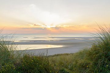 Ansicht von den Dünen des Sonnenuntergangs über der Nordsee von Sjoerd van der Wal