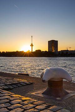 De Euromast van Rotterdam met zonsondergang van Petra Brouwer