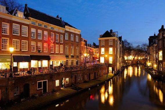 Lichte Gaard en Oudegracht in Utrecht gezien vanaf de Maartensbrug van Donker Utrecht