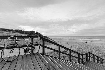 Fiets aan het strand van Jonai