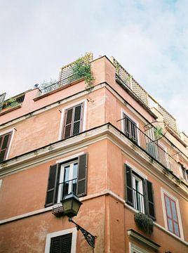 Architecture méditerranéenne Rome Italie Photographie de voyage analogique Miel épicé sur Raisa Zwart