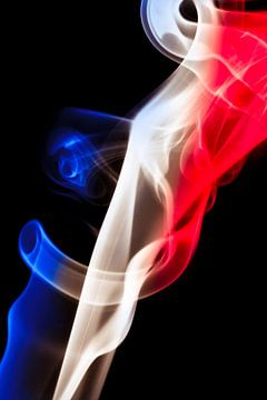 Drapeau français avec motif de fumée, Tricolore. sur Gert Hilbink