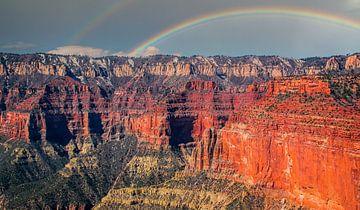 Grand Canyon, met regenboog, gezien vanuit de helikopter van Rietje Bulthuis
