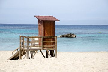 Strandwachters huis Cala Tarida van Natasja Claessens