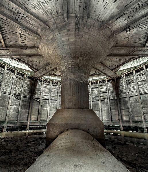 Interieur van een koeltoren Powerplant van Olivier Van Cauwelaert