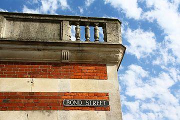 Bond Street - Straatnaambord in Portland/Weymouth United Kingdom. van e-STER design