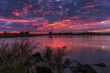 Sunset IJssel Olst sur Edwin Mooijaart