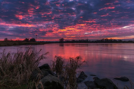 Zonsondergang IJssel Olst van Edwin Mooijaart