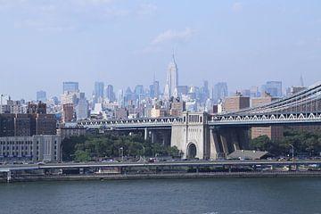 New York met de Brooklyn Bridge op de voorgrond sur Jeroen Meeuwsen