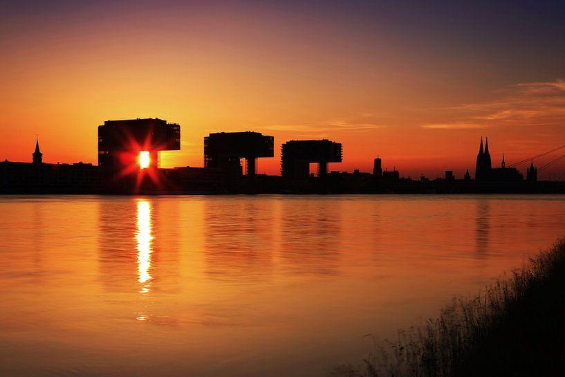 Keulen silhouet bij zonsondergang van Frank Herrmann