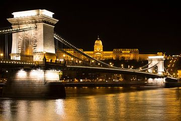 De Kettingbrug in Boedapest Hongarije von Willem Vernes