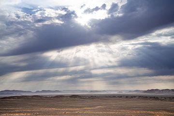 Wolken über der NamibRand Wüste von Leo van Maanen