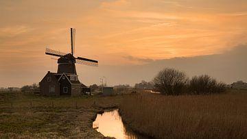 Windmühle bei Sonnenuntergang in Volendam von Chris Snoek