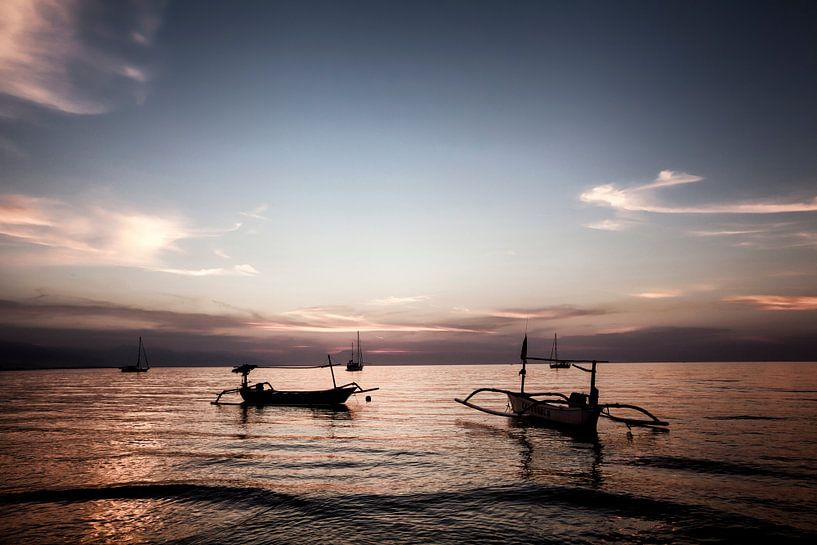 Mooie zonsopgangscène in Bali, Indonesië van Tjeerd Kruse