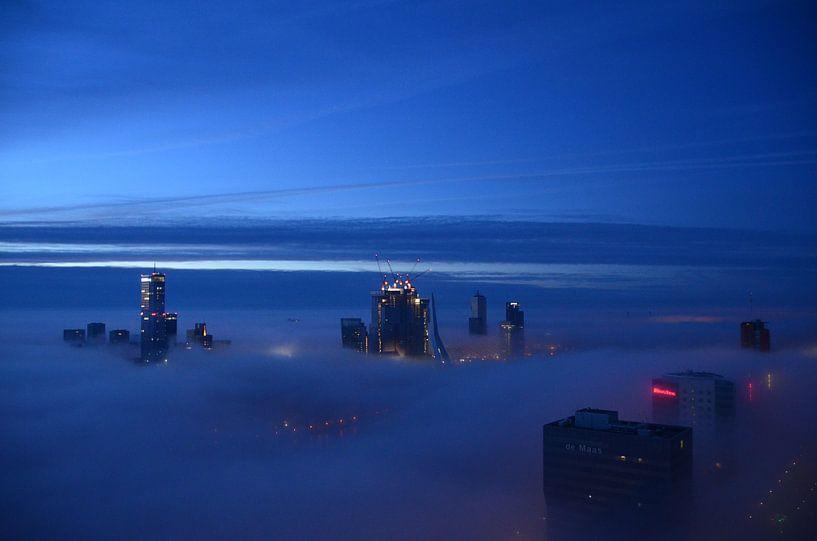 Rotterdam at Dawn in the mist. van Marcel van Duinen
