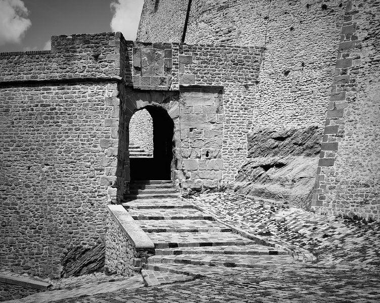 Ingang kasteel gevangenis. van Jose Lok