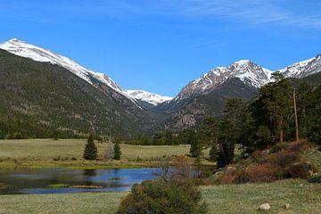 Wonderland van de Rockies Sheep Lake Rocky Mountain National Park van Christiane Schulze