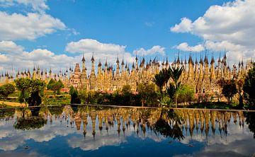 Pagodes in Kakku, Myanmar sur Wijnand Plekker