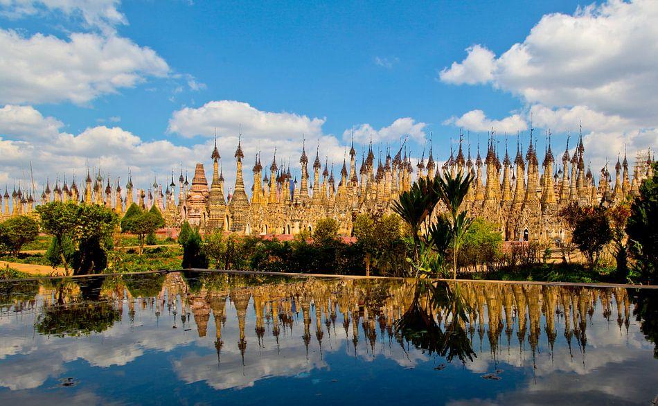 Pagodes in Kakku, Myanmar van Wijnand Plekker