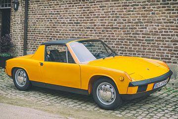 Porsche 914 klassischer Sportwagen in leuchtendem Orange von Sjoerd van der Wal