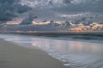 Die Brandung an einem Strand auf Vlieland bei Sonnenuntergang von Arthur Puls Photography