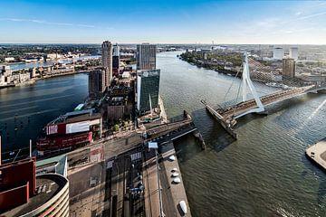 Uitzicht over de Wilhelminaplein en Erasmusbrug von Midi010 Fotografie