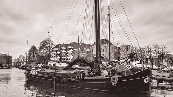 Museumhaven van Gouda in zwart wit van Hilda Weges